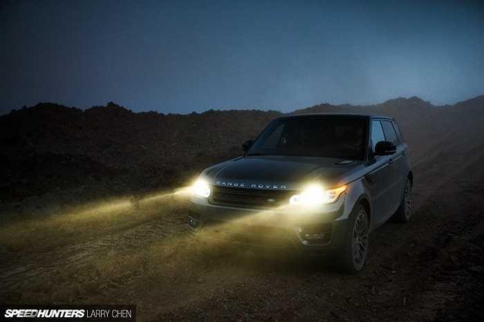 Trong cuộc trải nghiệm này, nhiếp ảnh gia Larry Chen đã ghi lại nhiều khoảnh khắc đẹp,  sự 'tự tin' của Range Rover Sport trên mọi địa hình.