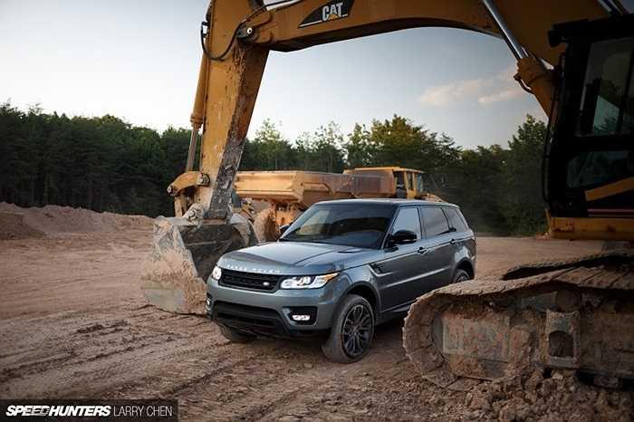 Autobiography là chương trình của Range Rover cho phép khách hàng thay đổi chiếc xe của mình với những sự lựa chọn về phụ kiện, chất liệu cũng như màu sắc.