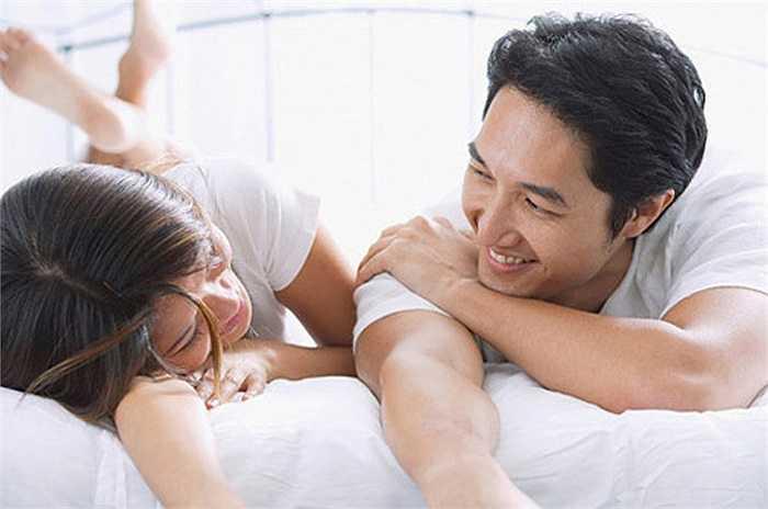 Nhiều nam giới bị rối loạn chức năng cương dương. Họ thường có xu hướng sử dụng thuốc để duy trì phong độ trong 'chuyện ấy'. Tuy nhiên, vấn đề này có thể được cải thiện nhờ hạt hạnh nhân và hạt dẻ cười. Hai loại hạt này đã được chứng minh là rất hiệu quả trong điều trị rối loạn chức năng cương dương.