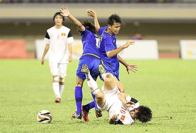 Bất chấp lối đá xấu xí của Thái Lan, các cầu thủ trẻ Việt Nam đã thi đấu kiên cường, làm chủ trận đấu và giành chiến thắng 1-0 để lọt vào chung kết.
