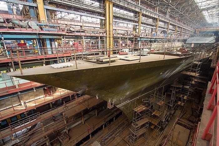 Thời Liên Xô, việc vào thăm xưởng đóng tàu chiến cho hải quân thật không dễ dàng. Tuy nhiên, trong thời đại hiện nay, điều này đã được nới lỏng phần nào