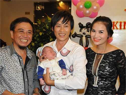 Hoài Linh nhận bé làm con nuôi và hy vọng bé nhờ cái duyên của mình mà biết đâu sau này sẽ nổi tiếng như cha mẹ và ba nuôi.
