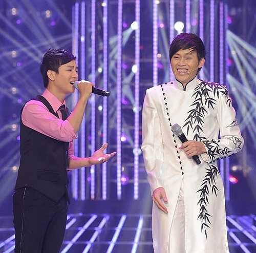 Trước đó, Hoài Lâm xuất hiện trên các sân khấu ca nhạc với hình ảnh của một chàng ca sỹ trẻ hát dòng nhạc trữ tình và là 'học trò' của ca sỹ Đàm Vĩnh Hưng.