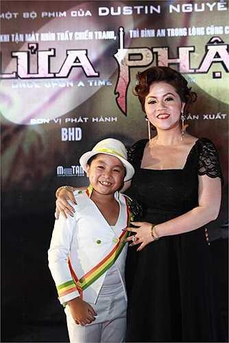 Bé Ben có tên thật là Nguyễn Hoàng Quân, sinh năm 2004. Dù mới học tiểu học, nhưng Ben đã tham gia trên dưới 10 phim truyền hình và 5 phim điện ảnh. Vai diễn đáng chú ý nhất của cậu bé là Hùng (con trai của Ngô Thanh Vân) trong phim 'Lửa Phật'.