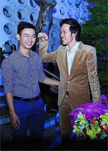 Nổi tiếng từ chương trình Gương mặt thân quen do chính Hoài Linh làm giám khảo, Hoài Lâm thu hút một lượng lớn fan hâm mộ.