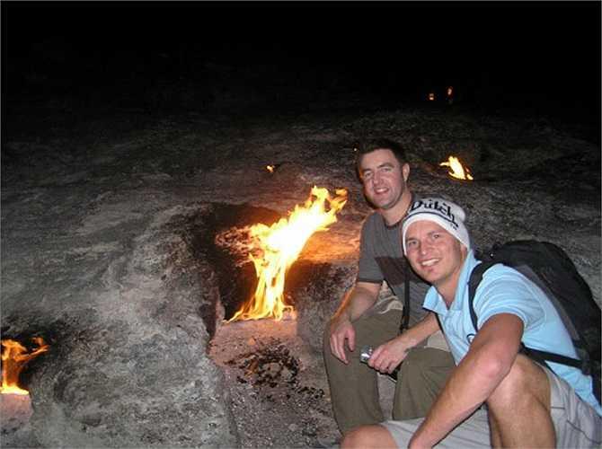 Vào mùa đông, những ngọn lửa rực cháy trong đá ở Chimaera càng hoạt động mạnh mẽ hơn.