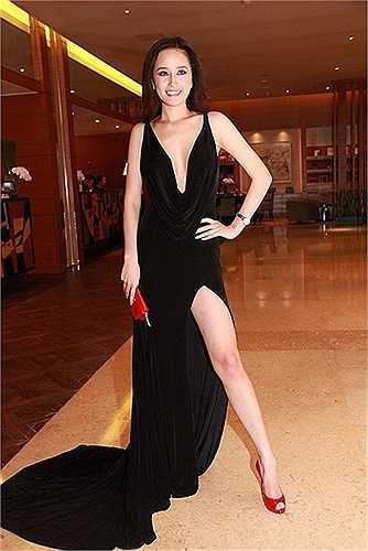 Hoa hậu Việt Nam 2006 luôn lộng lẫy mỗi khi xuất hiện tại các sự kiện.