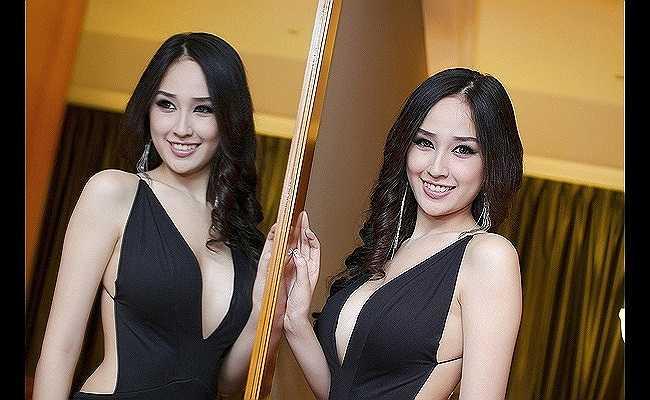 Không tham gia nhiều hoạt động trong showbiz, nhưng mỗi lần Mai Phương Thúy xuất hiện là một lần người đẹp thu hút mọi ánh nhìn.