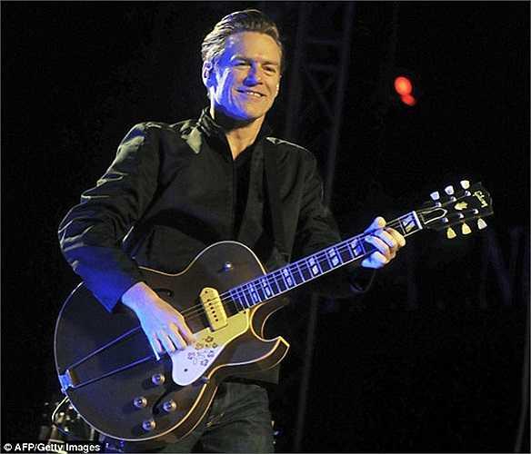 Ngay sau đó ông đã gửi lời thách đấu tới cây guitar huyền thoại Bryan Adams