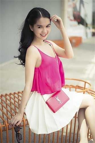 Phong cách thời trang của người đẹp ngày càng đa dạng, quyến rũ, được nhiều người khen ngợi.