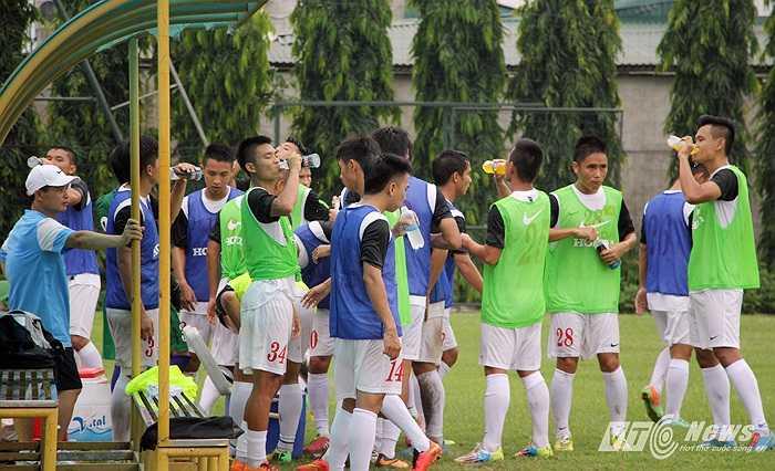U23 Việt Nam khá hao sức với giáo án nặng của HLV Miura.