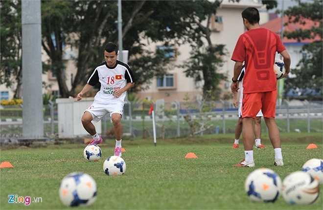 Thanh Tùng tập luyện, sẵn sàng thế chỗ Quang Hải ở vị trí tiền vệ phải.