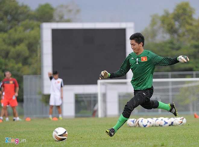 Thủ môn Văn Trường là chốt chặn tin tưởng ở trước khung thành U19 Việt Nam. Trong 4 trận bắt chính, anh mới để lọt lưới 1 bàn duy nhất ở trận thắng U19 Indonesia với tỷ số 3-1.