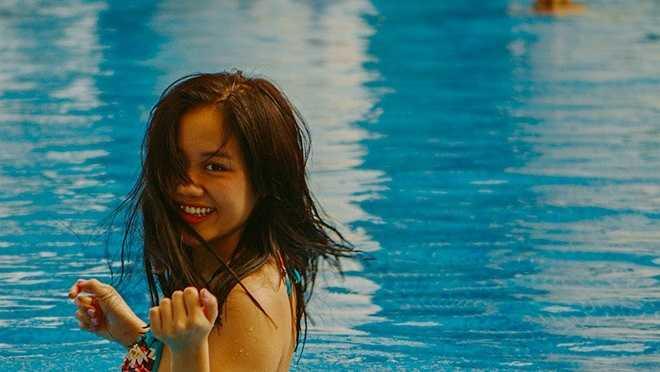Lần đầu tiên xuất hiện với hình ảnh gợi cảm trên biển, Văn Mai Hương tỏ ra khá thoải mái. Cô từng chia sẻ về việc mình không có một thân hình nóng bỏng.