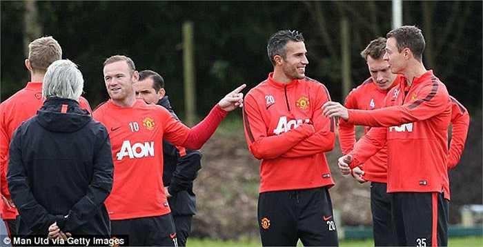 Rooney cùng rất nhiều người khác đã đến thăm hỏi cựu cầu thủ Arsenal