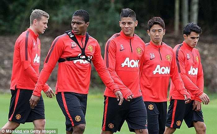 Rojo cùng các đồng đội mới