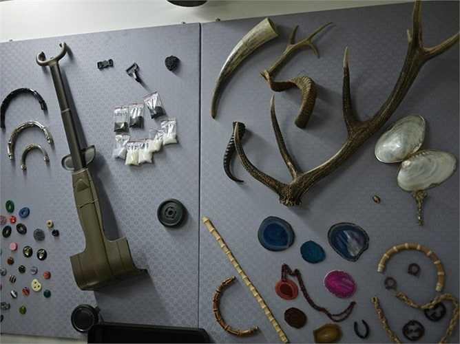 Vật liệu được sử dụng để sản xuất túi Gucci treo xung quanh nhà máy.