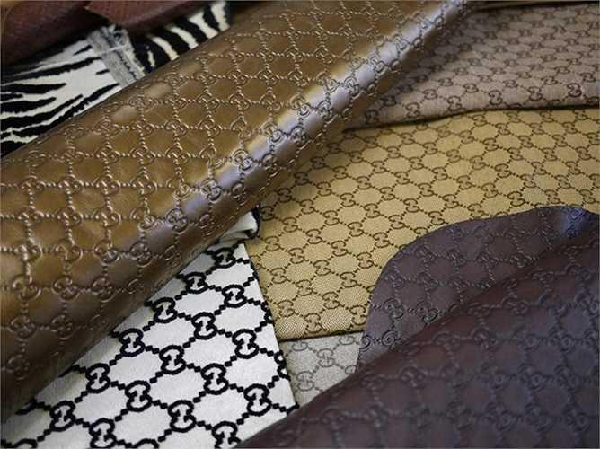 Hàng tấn vải, da và nguyên liệu sản xuất được chuẩn bị sẵn trong nhà máy của Gucci.