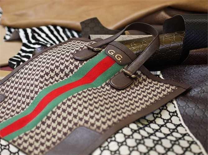Mỗi năm, Gucci chỉ nhận 8-10 sản phẩm của khách hàng đặt và giá của chúng có thể lên tới 40.000 - 320.000 USD (từ 851 triệu đồng đến 6,8 tỷ đồng). Trong ảnh là một chiếc túi Gucci.