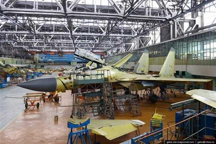 Bên trong xưởng lắp ráp máy bay chiến đấu Su-30