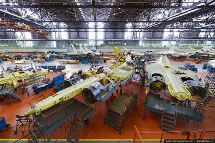 Su-30 là máy báy quân sự linh hoạt được phát triển bởi Công ty hàng không Sukhoi của Nga và đưa vào hoạt động năm 1996