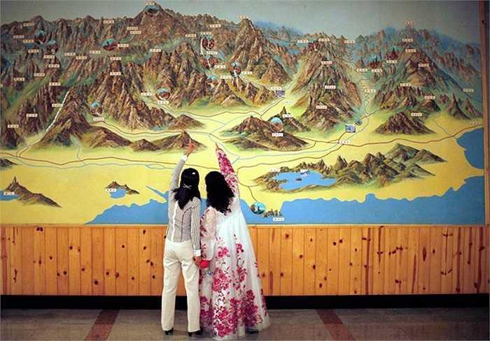 Người dân ở khu nghỉ mát núi Kumgang