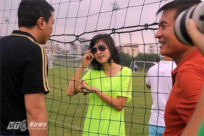 Phải một hồi trò chuyện mới biết, Ngọc Trâm lúc này đã trở thành Biên tập viên truyền hình của một kênh thể thao.