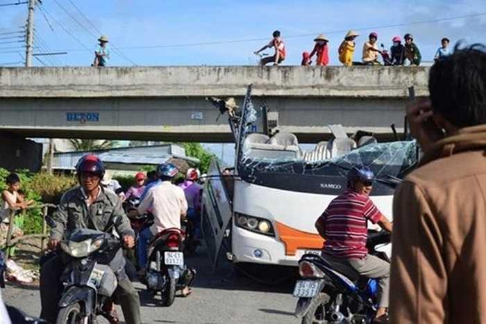 Mới nhất là vụ chiếc xe khách mang biển số 83N-3505, chở 42 hành khách đã chui thẳng vào gầm cầu Vĩnh Hưng (Vĩnh Lợi, Bạc Liêu) hôm 09/08/2014. Toàn bộ mui xe hất tung, hành khách bị gạt xuống đường khiến 19 người bị thương.