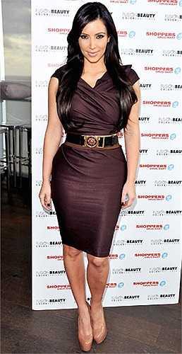 Kim Kardashian là một trong số những sao quốc tế biết tận dụng triệt để lợi thế cơ thể.