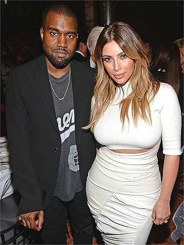 Tuy nhiên, khi hò hẹn với rapper Kanye West vào năm 2012, người đẹp trở nên ngoan hiền kỳ lạ.