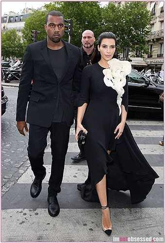 Người hâm mộ đã rất vui mừng khi gu thời trang của Kim Kardashian trở nên tinh tế hơn bên cạnh chàng rapper đình đám.