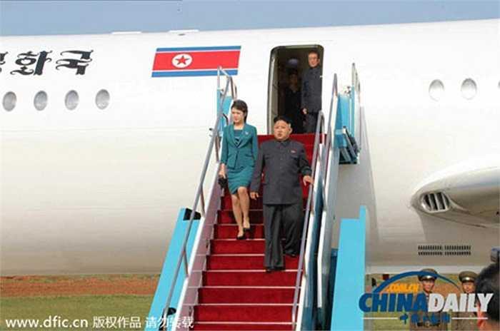 Trước đó, nhà lãnh đạo Kim Jong-un đã từng cùng phu nhân Ri Sol-ju ngồi chuyên cơ này trong năm 2014