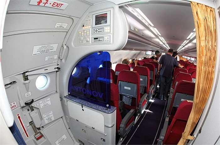 Khoang hành khách trên chuyên cơ An-148