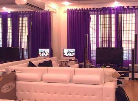 Mỗi năm một lần, nữ hoàng nội y lại thay đổi cách thiết kế và tông màu cho không gian mà cô sinh hoạt trong ngôi nhà tại TP HCM.