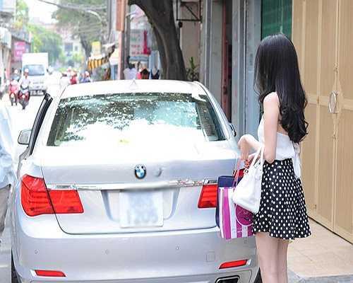 Chiếc BMW đắt tiền mới được Ngọc Trinh tậu thay cho chiếc Audi trắng.
