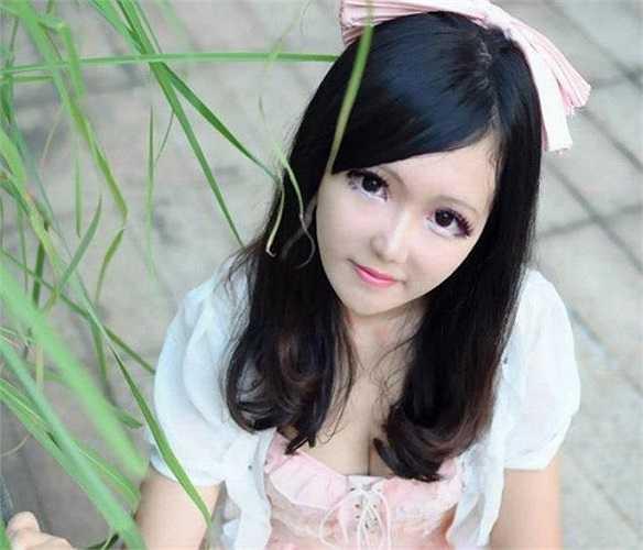 Mới đây, loạt ảnh về một nữ sinh được cho là búp bê sống đầu tiên tại Trung Quốc ngap lập tức gây bão cộng đồng mạng.