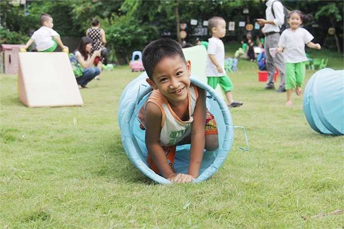 Trẻ thơ hạnh phúc khi được tham gia vào những trò chơi thú vị