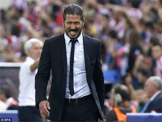 HLV Diego Simeone bị đuổi khỏi sân sau khi xoa đầu trọng tài trong trận lượt về siêu cúp Tây Ban Nha