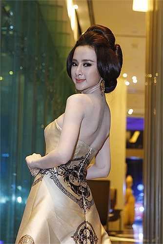 Từng kinh doanh quán bar nhưng không thành công, Angela Phương Trinh gần đây tập trung đi sự kiện hơn