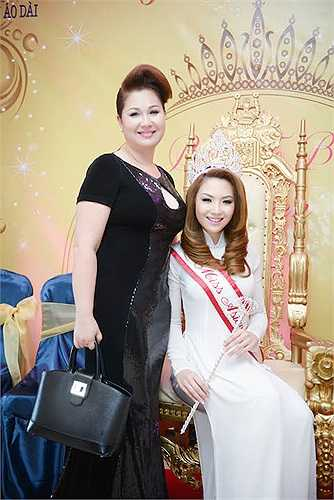 Sắc đẹp sắc sảo, sự thông minh cùng cách cư xử nhã nhặn đáng yêu của Jennifer Như-Thy đã chinh phục được ban giám khảo cùng khan giả.