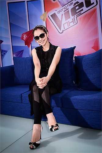 Được biết, trang phục của cô được một nhà thiết kế ở Hà Nội làm riêng.