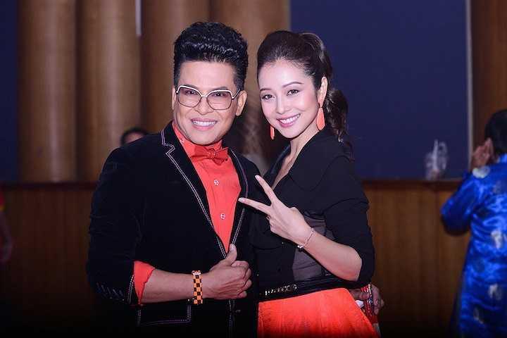 Chụp ảnh cùng MC Thanh Bạch trước giờ lên sóng.