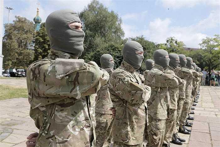 Những tân binh chuẩn bị lên đường tham chiến ở miền đông Ukraine  hôm 17/8