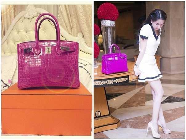 Tháng7/2014, người đẹp gây xôn xao dư luận khi khoe chiếc túi Hermes mới nhất mà cô vừa tậu có giá 1,5 tỷ đồng.