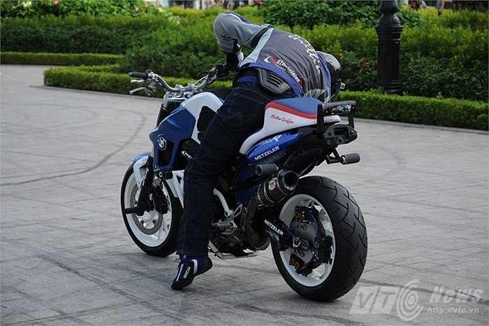 Mattie Griffin là tay biểu diễn mô tô mạo hiểm hàng đầu thế giới, trong tiếng Anh những người thực hiện các màn trình diễn này được gọi là motor stunter