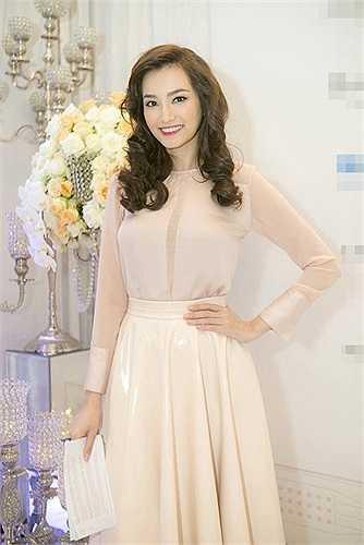 Cô từng đạt giải 'Người đẹp thời trang' tại đêm thi đặc biệt cuộc thi Hoa hậu Trái đất 2007.