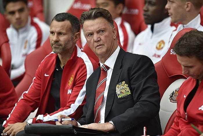 Louis Van Gaal vẫn chưa thể tận hưởng cảm giác chiến thắng trong trận đấu thứ 2 cầm quân Man Utd tại Premier League.