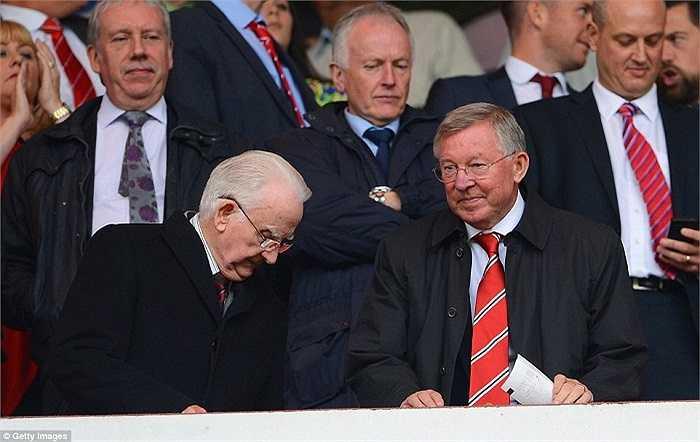 Chính điều này đã khiến cựu HLV Sir Alex Ferguson tỏ ra chán chường, dù trước trận đấu, 'Ông già gân' tỏ ra khá phấn khích được chứng kiến Quỷ đỏ thi đấu dưới triều đại mới.
