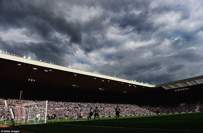 Quang cảnh tại sân vận động Ánh sáng của Sunderland phần nào cũng nói lên được sự bết bát của Man Utd hiện tại.