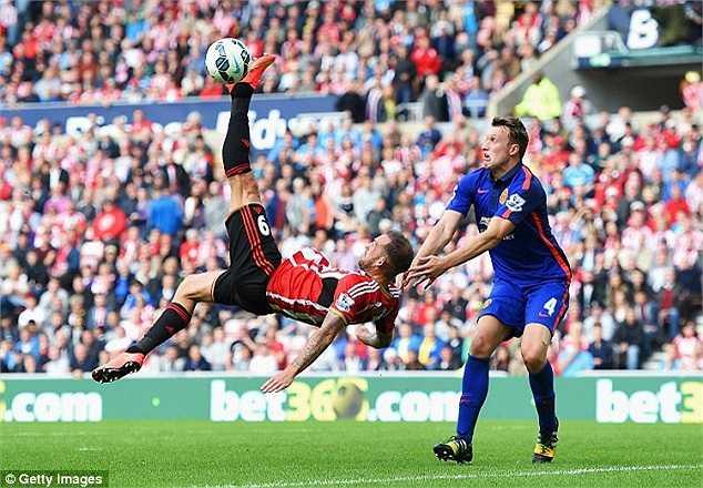 Sunderland được thi đấu trên sân nhà nên tỏ ra rất quyết tâm có điểm.